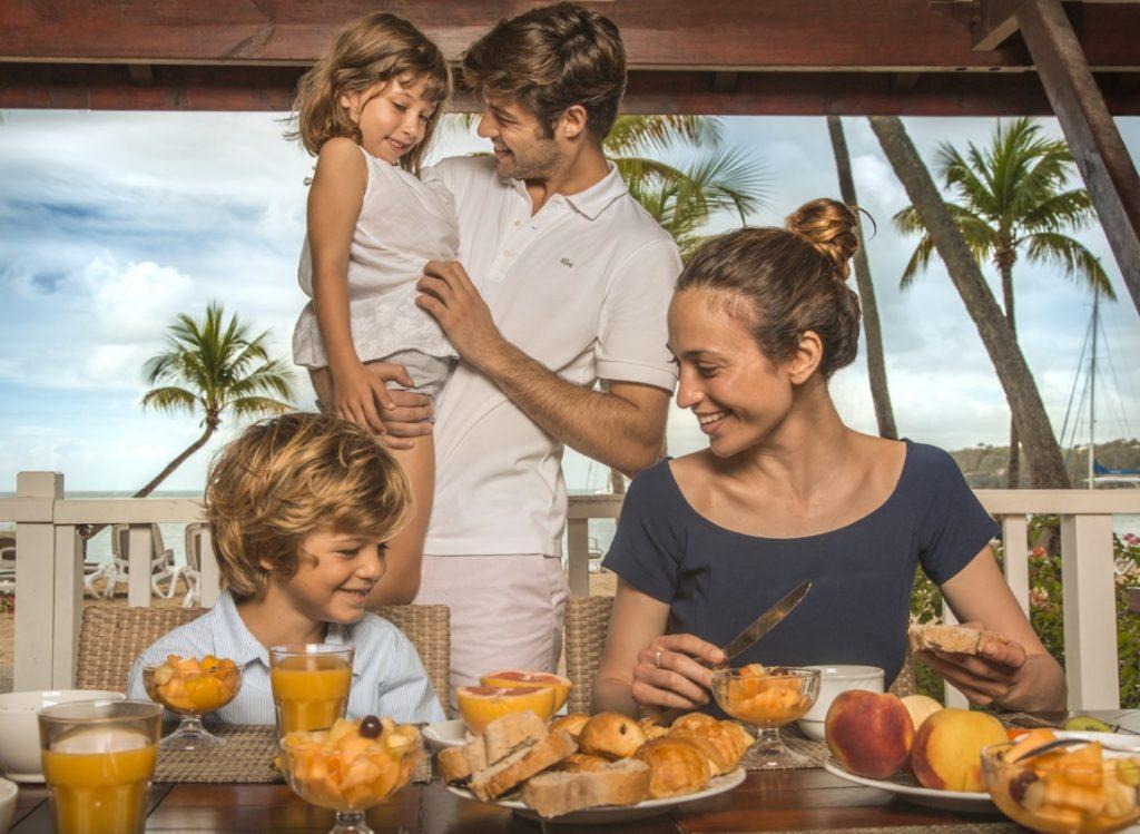 vacanze-al-mare-con-bambini-mangiare-1024x749.jpg