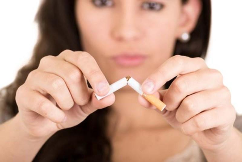 donna-che-smette-di-fumare.jpg
